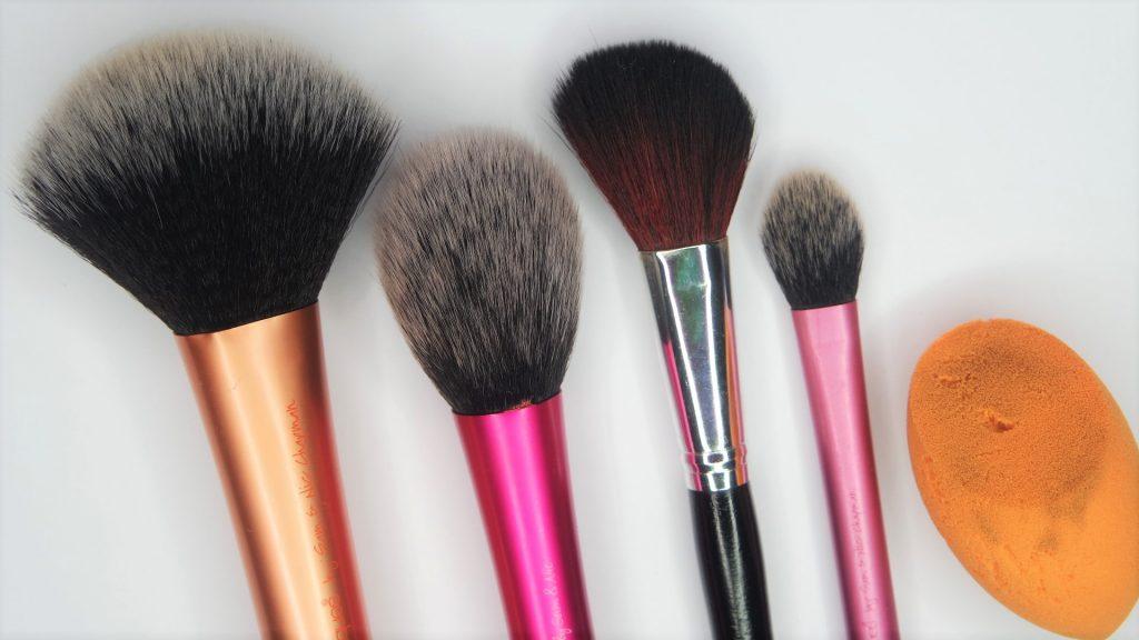 Face makeup brushes