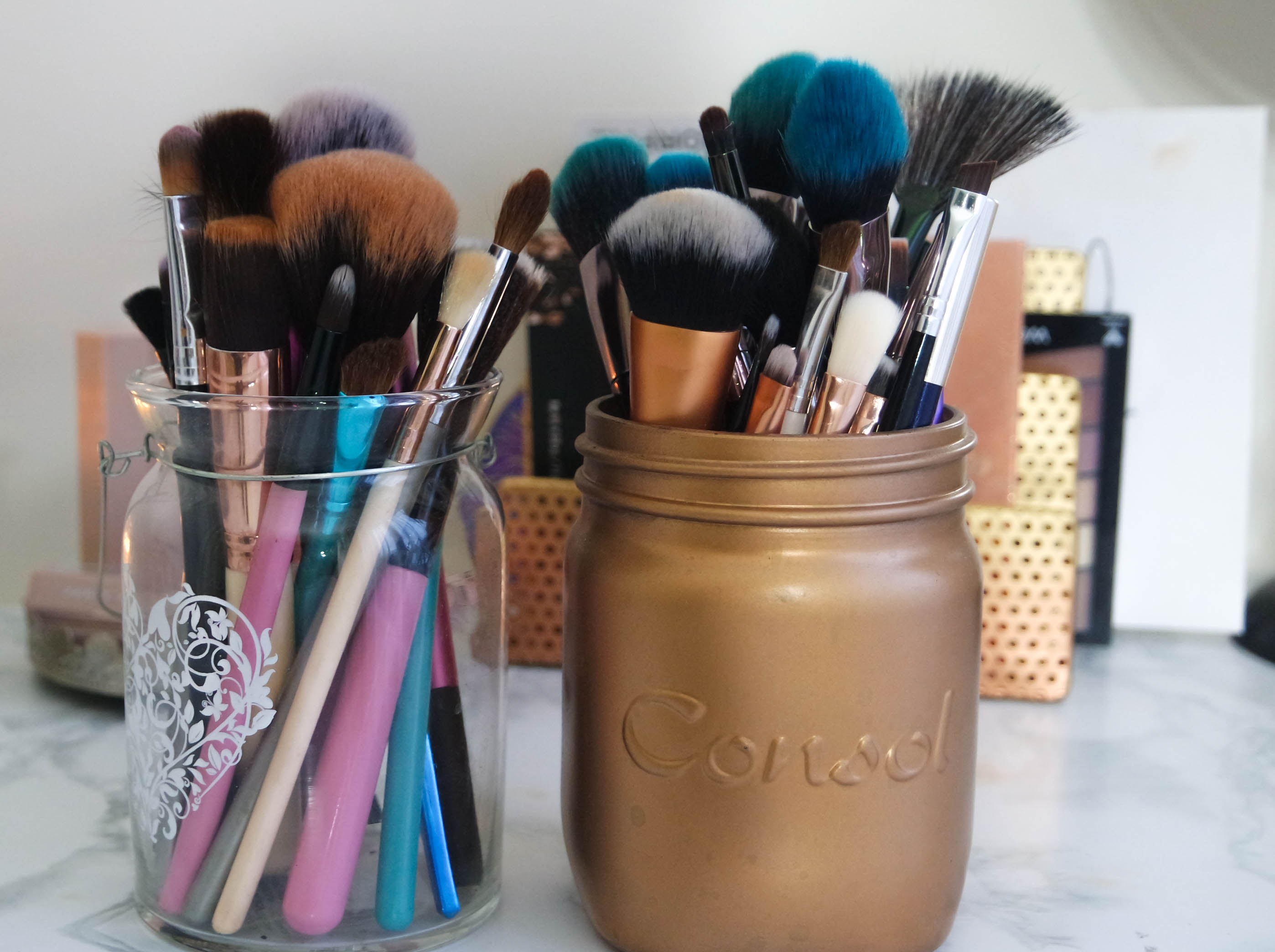 makeup brushes storage