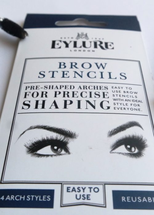 Beauty // How I shaped my brows using a brow stencil