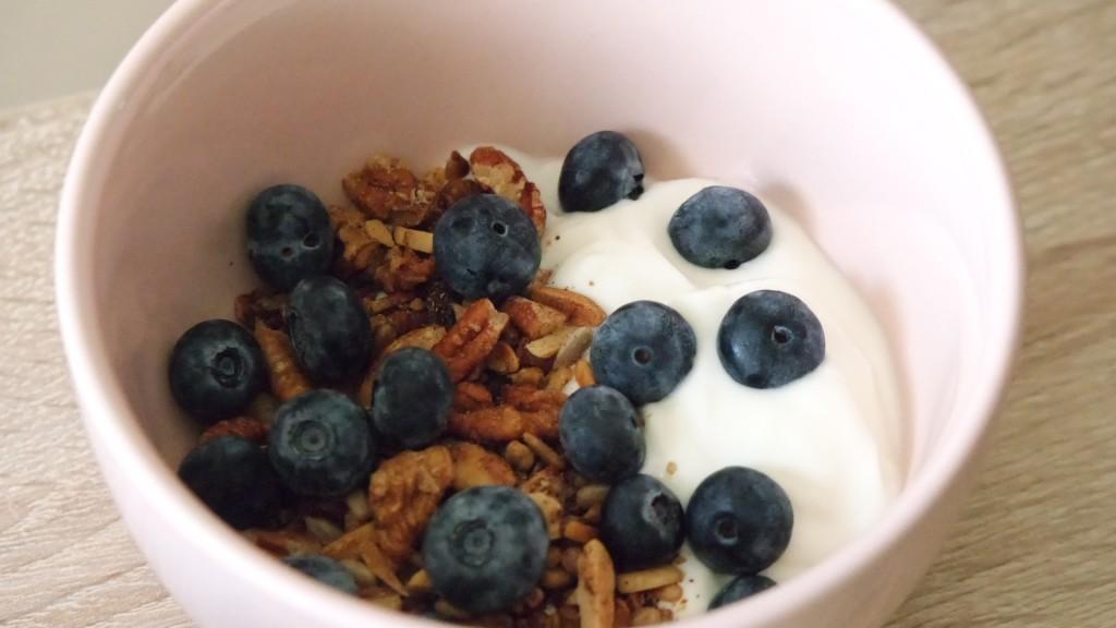 The easy to make low carb & low sugar alternative to muesli…my nut granola recipe