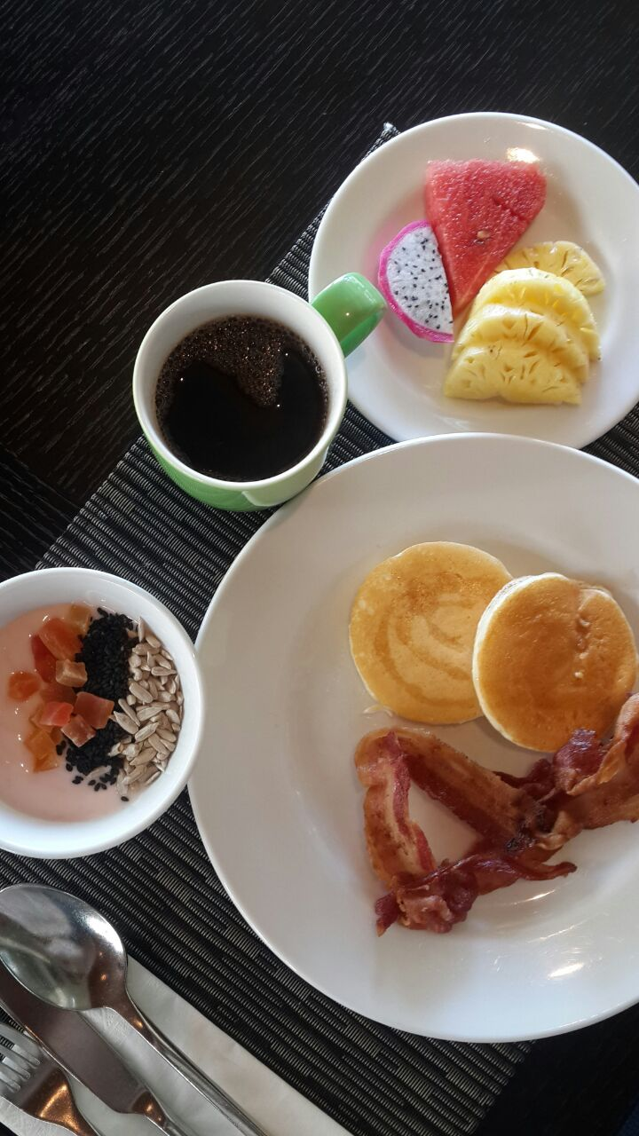 breakfast buffet Crowne Plaza Panwa Beach